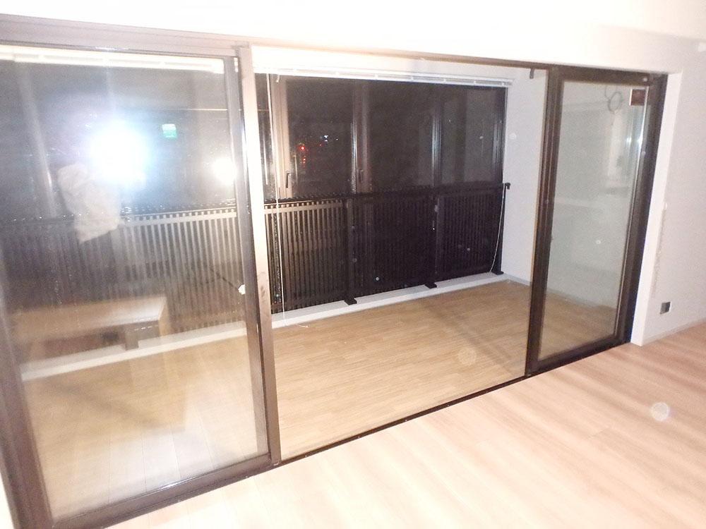 RAW23 展示品 YKK ベランダ用 サッシ 窓 4枚 引き違い ペアガラス 両サイド固定タイプ 枠付き 網戸無し W3800 H1920